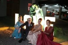 casal, Barbara V. Mello ( irmã do noivo) Julio Angela de Mello ( pais do noivo, e Eliane Maldonado Tosing ( mãe da noiva _