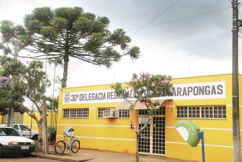A Polícia Militar (PM) de Arapongas confirmou a fuga de 10 presos da Delegacia de Polícia Civil, localizada na Rua Tucanos, região central da cidade, na manhã dessa segunda-feira (02).