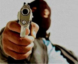 assaltantes-roubam-dinheiro-arma-e-cheques-de-madeireira-em-toledo1