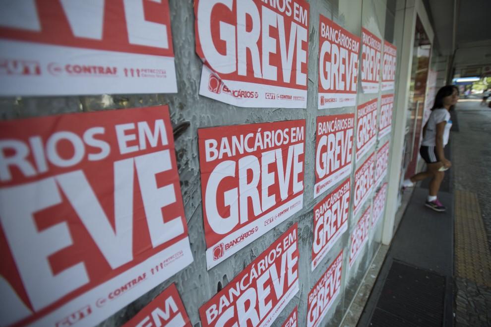 735549434-greve-bancarios
