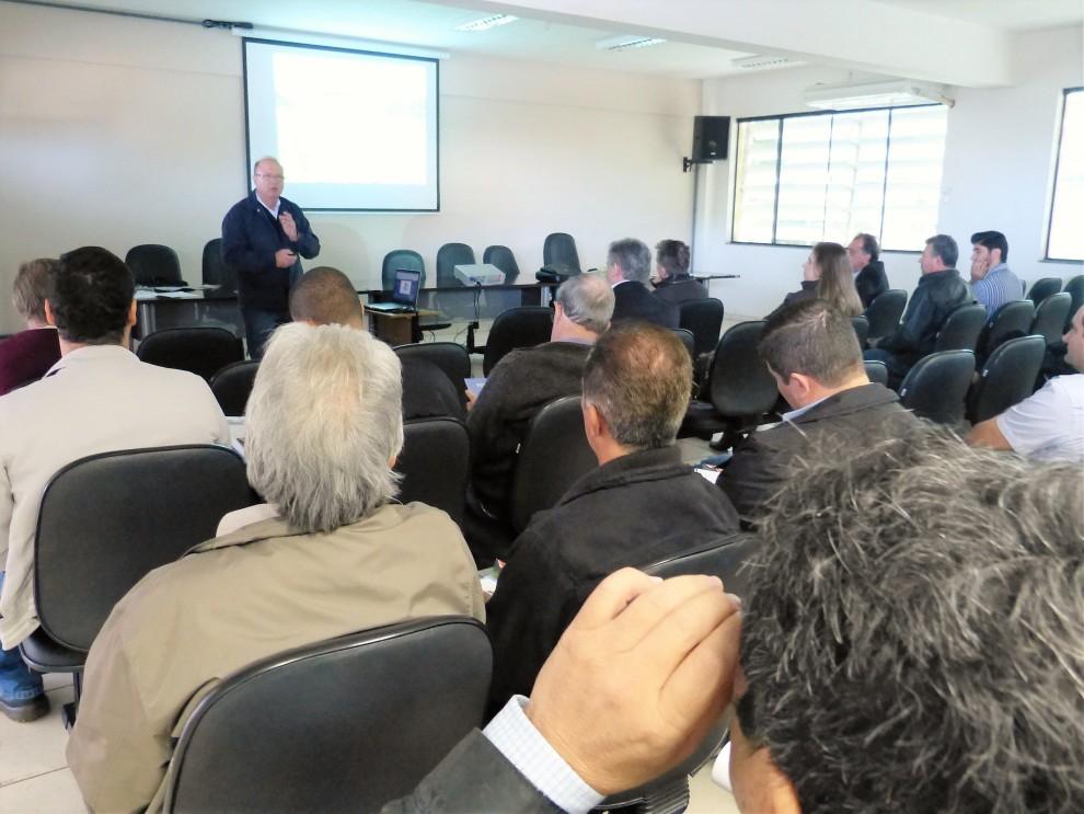 Reunião com Secretaria do Meio Ambiente divulga Prosolo em Arapongas
