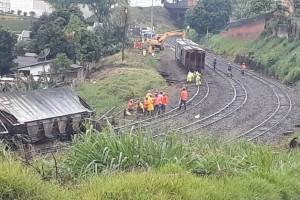 Trem-descarrila-e-congestiona-trânsito-em-Apucarana-03