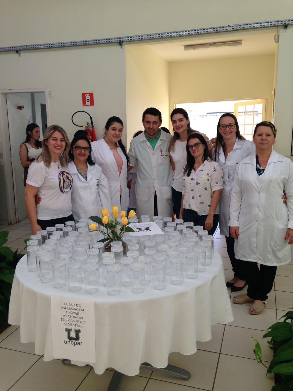 Curso de Enfermagem da Unopar entrega dezenas de potes de vidro ao Cisam