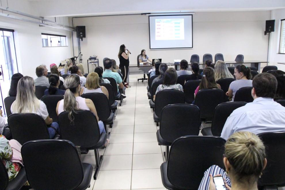 Profissionais da saúde participam de seminário